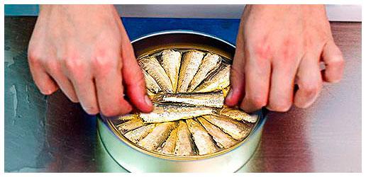 Elaboration des conserves de sardinettes - conserves Roma - Produits de Galice
